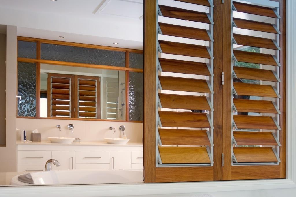 Bathroom Window Louvers walkways and internal ventilation | hawaii